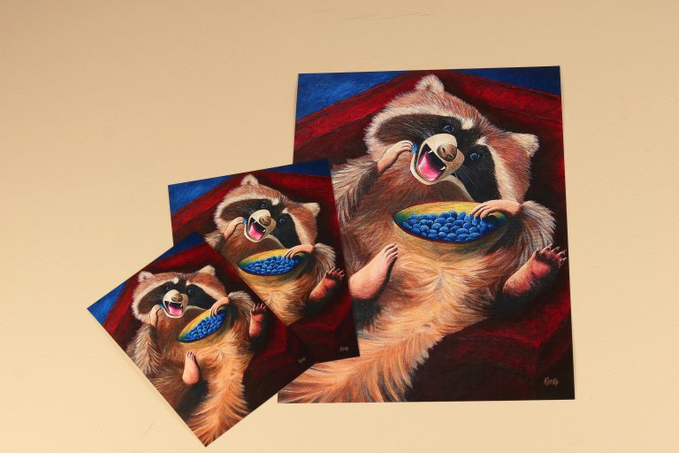 ' Racoon eating grapes '